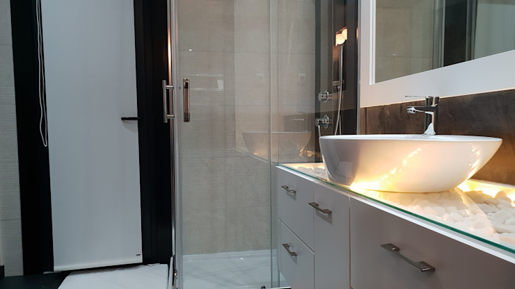 Modern style bathrooms by Breeze House Modern