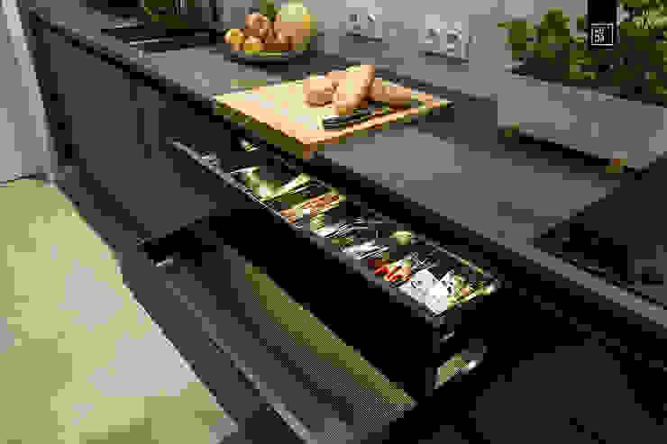 VINTAGE VIBES KODO projekty i realizacje wnętrz Modern kitchen Black