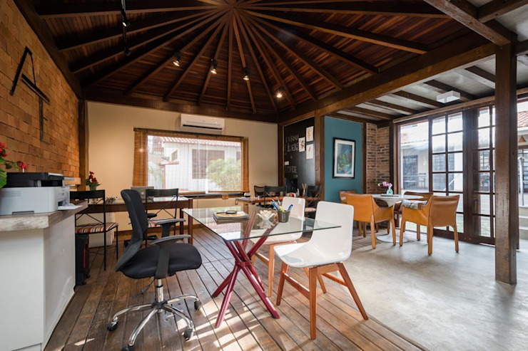 Rustic style study/office by Arquitetar Engenharia LTDA Rustic