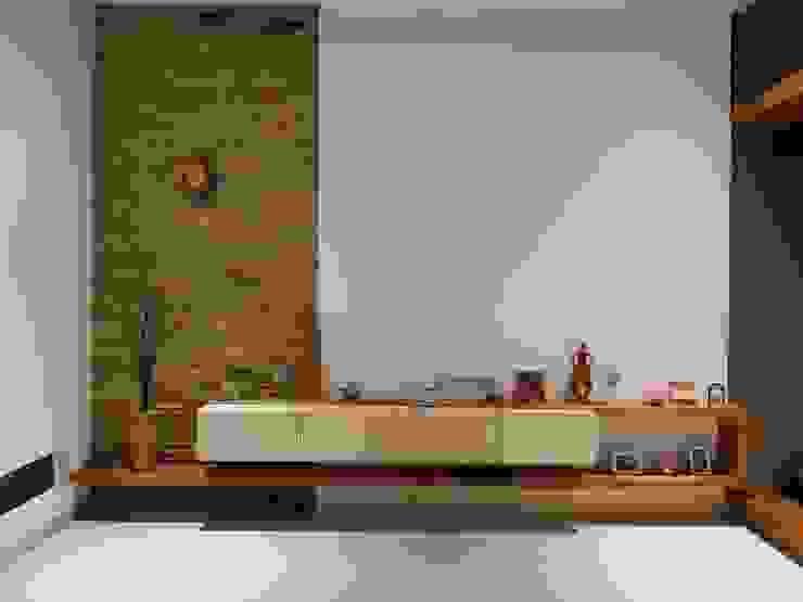 Rumah Janur asri VI kelapa gading qic arsitek Ruang Keluarga Minimalis