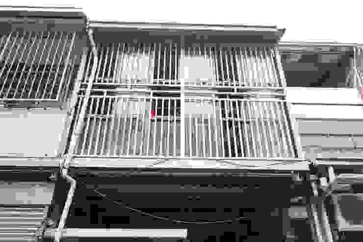 老屋翻新 巷‧日閣 | 2F主臥露臺 翻新前 Asian style balcony, porch & terrace by 有隅空間規劃所 Asian