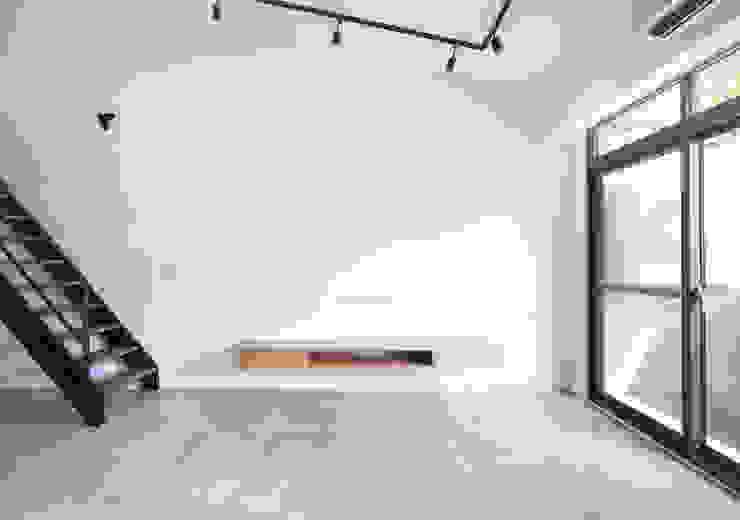 老屋翻新 巷‧日閣 | 3F 起居室 by 有隅空間規劃所 Industrial