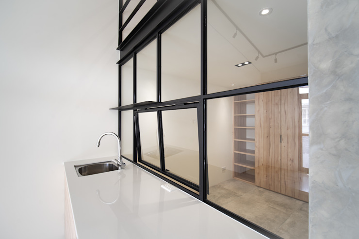 老屋翻新 巷‧日閣 | 3F 起居室 根據 有隅空間規劃所 工業風