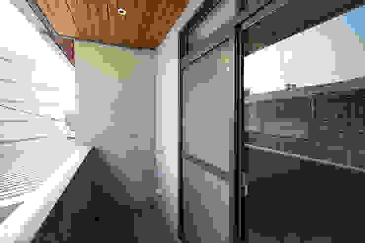 老屋翻新 巷‧日閣 | 3F 陽台 根據 有隅空間規劃所 日式風、東方風