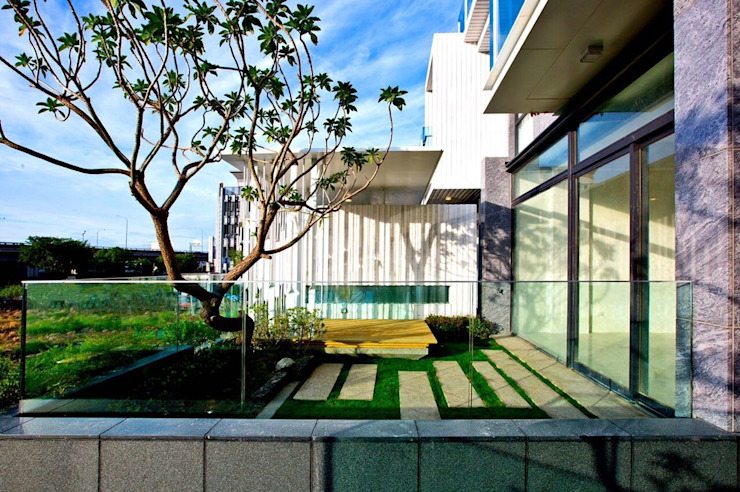 大桓設計顧問有限公司 Balconies, verandas & terraces Plants & flowers White