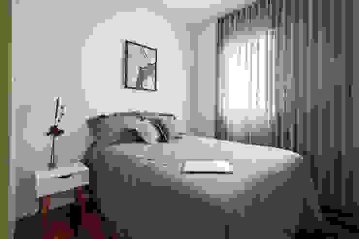 Quarto de hóspedes Minimalist bedroom by INÁ Arquitetura Minimalist