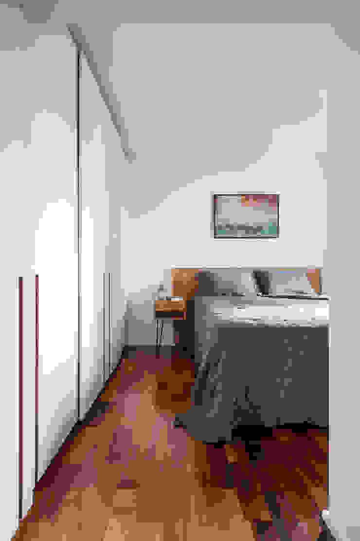 Suíte elegante Minimalist bedroom by INÁ Arquitetura Minimalist