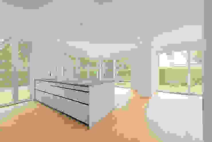 wolff:architekten Kitchen units White