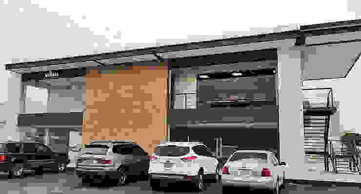 Remodelación de Plaza comercial Estudios y despachos modernos de VillaSi Construcciones Moderno
