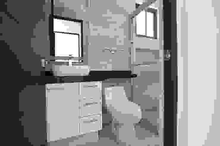 Muebles de Baño AREMI COCINAS Baños modernos Blanco