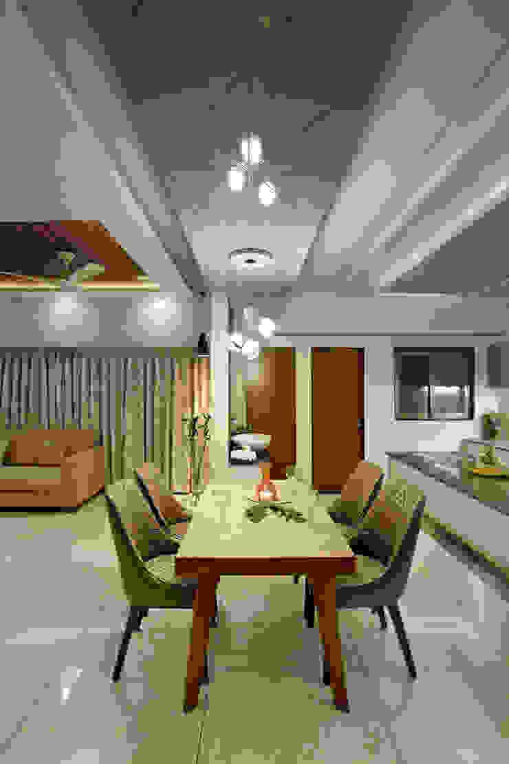 de Vaibhav Patel & Associates Moderno Derivados de madera Transparente