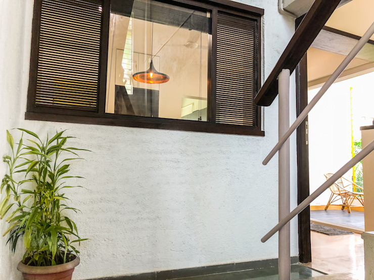 Dining window from entrance landing Modern Corridor, Hallway and Staircase by M+P Architects Collaborative Modern