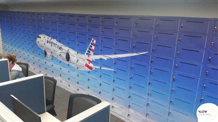 American Airlines - Intervención de lockers de Blow Deco Pics Moderno