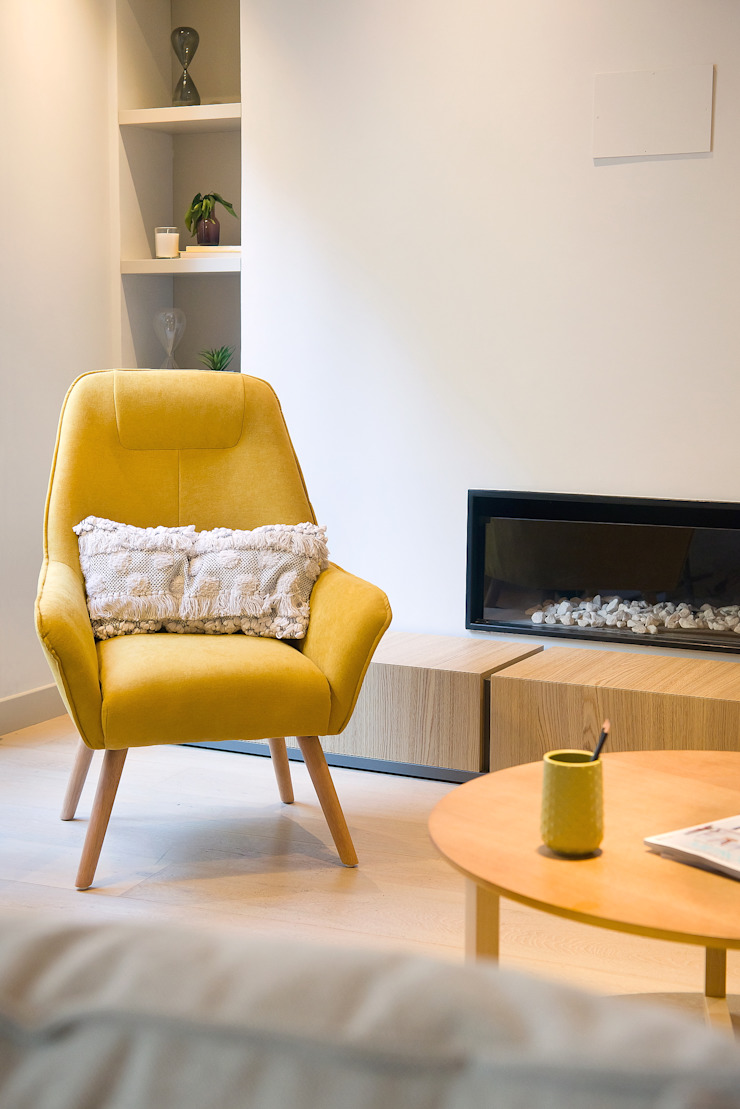 Markham Stagers Modern living room Yellow