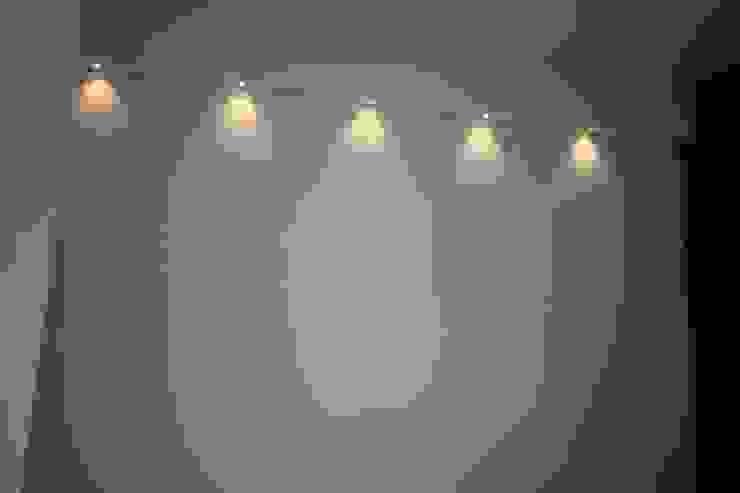Guest Bedroom - Wall Spot lights by Enrich Interiors & Decors Rustic