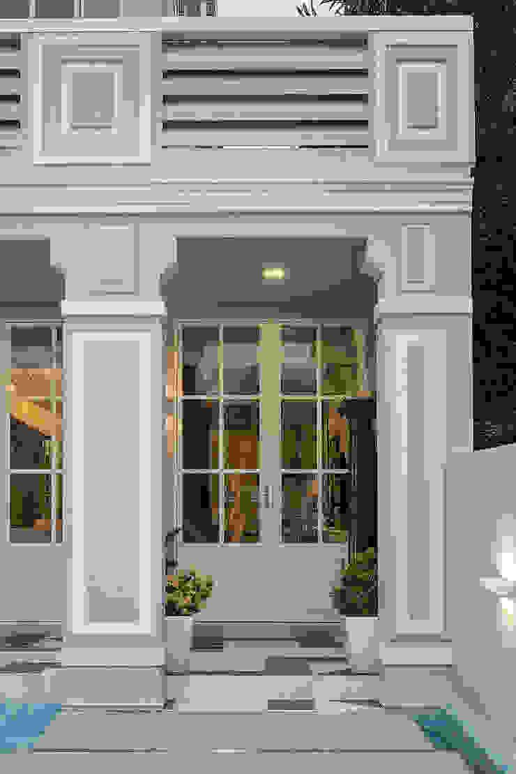 Entrance Design by Design Intervention Colonial style houses by Design Intervention Colonial
