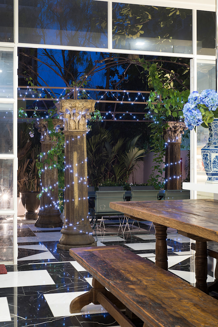 Outdoor Dining and Entertainment Area by Design Intervention by Design Intervention Colonial