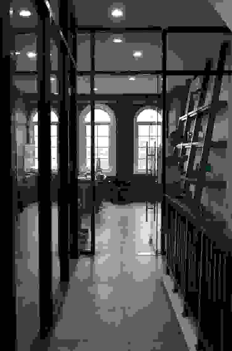 Godric Store Ruang Studi/Kantor Minimalis Oleh Atelier Ara Minimalis