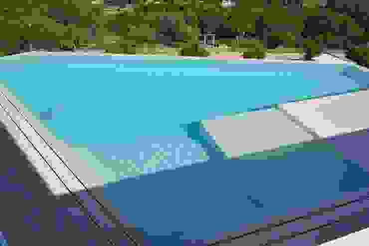 Vista aérea piscina Piletas modernas: Ideas, imágenes y decoración de ARKUM Moderno