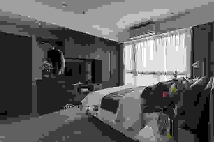 モダンスタイルの寝室 の 鼎士達室內裝修企劃 モダン 木材・プラスチック複合ボード