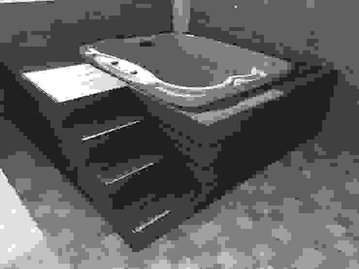 Deck para Jacuzzi Spa de estilo tropical de Madera Plástica Colombia Ecológica SAS Tropical