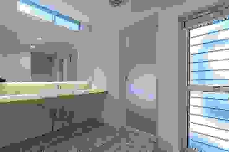 WADAGUMI Modern Bathroom Solid Wood White