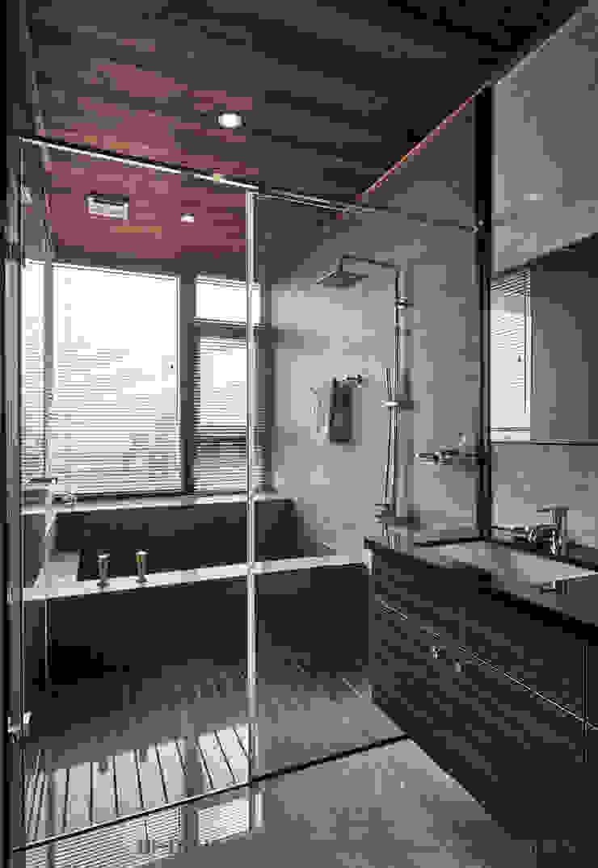 浴室 Hi+Design/Interior.Architecture. 寰邑空間設計 浴室 花崗岩 Grey