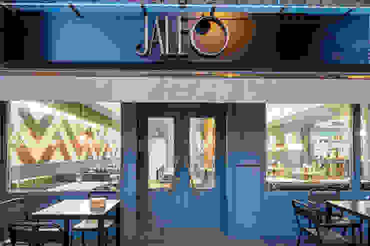 Fachada restaurante jaleo: Bares y Clubs de estilo  de Guille Garcia-Hoz, interiorismo y reformas en Madrid, Moderno Madera Acabado en madera