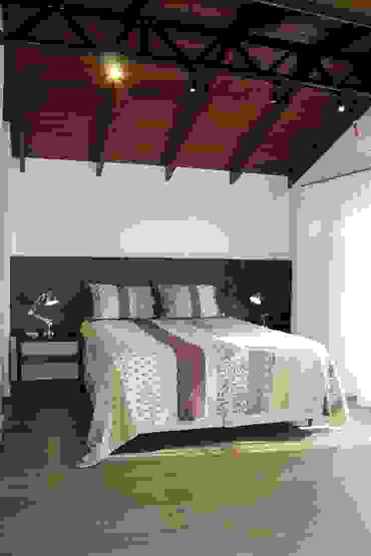 Dormitório suíte Cláudia Legonde Quartos modernos Madeira Branco