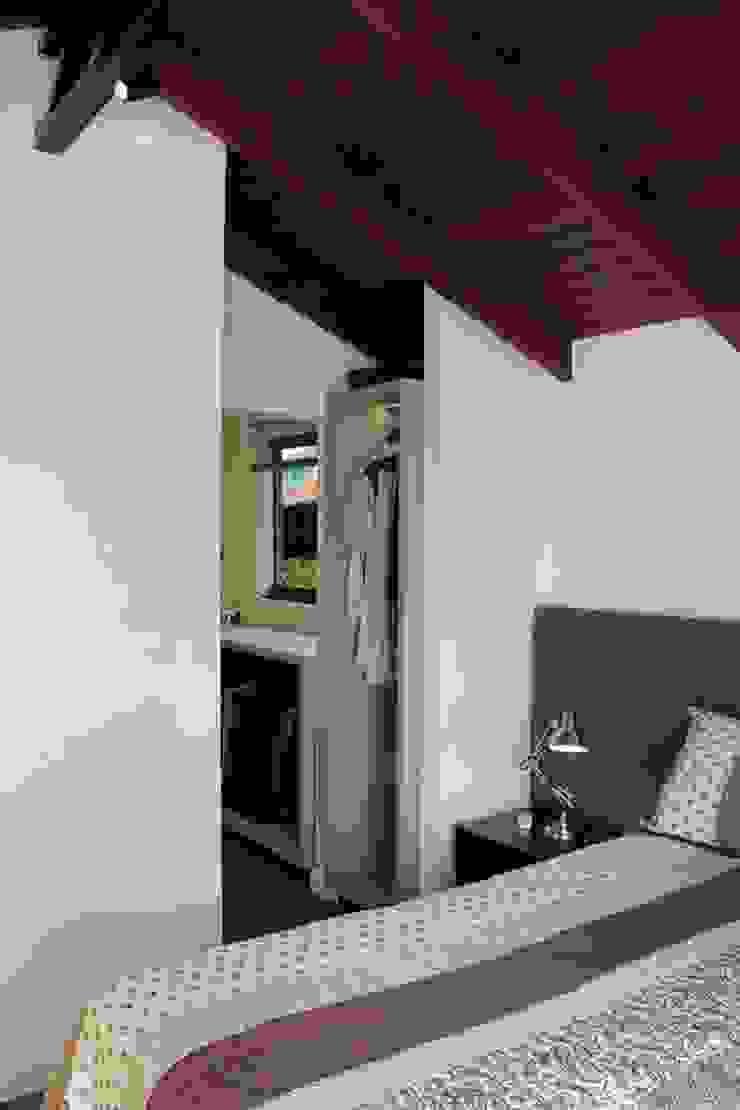 Reforma de residência em Ijuí-RS Quartos modernos por Cláudia Legonde Moderno Madeira Efeito de madeira