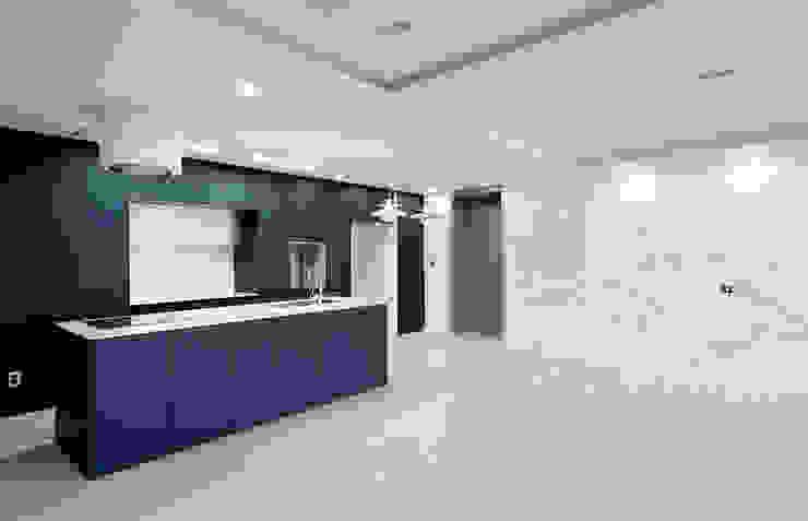 Moderne keukens van 디자인 아버 Modern