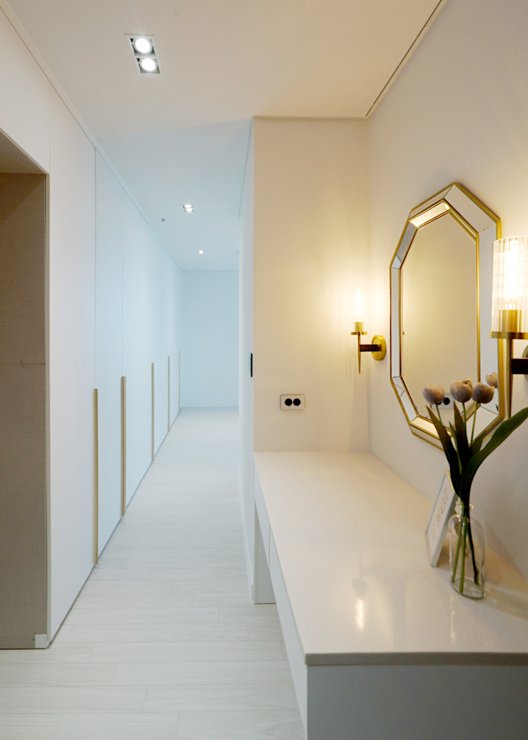 Modern style dressing rooms by 디자인 아버 Modern