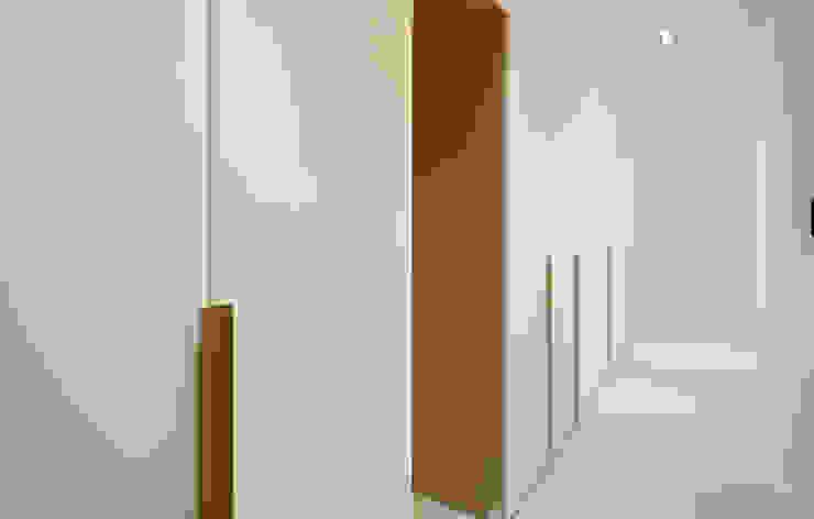 Moderne kleedkamers van 디자인 아버 Modern