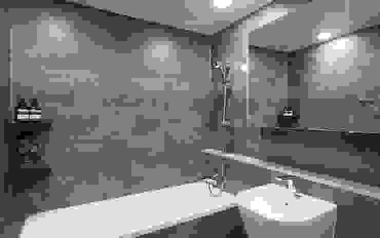 Moderne badkamers van 디자인 아버 Modern