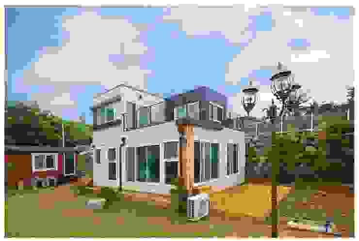 Casas prefabricadas de estilo  por 공간제작소(주), Moderno