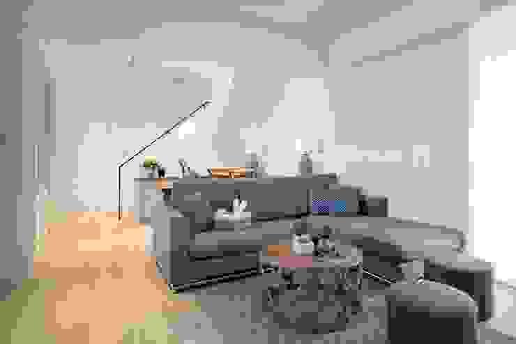 餐椅、沙發訂製: 極簡主義  by VENUS訂製家具, 簡約風
