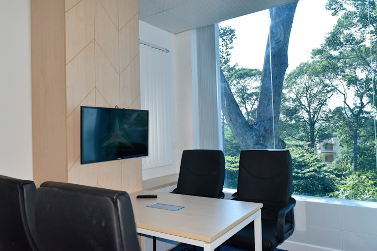 VĂN PHÒNG TƯ VẤN LUẬT GIC Phòng học/văn phòng phong cách hiện đại bởi VAN NAM FURNITURE & INTERIOR DECORATION CO., LTD. Hiện đại