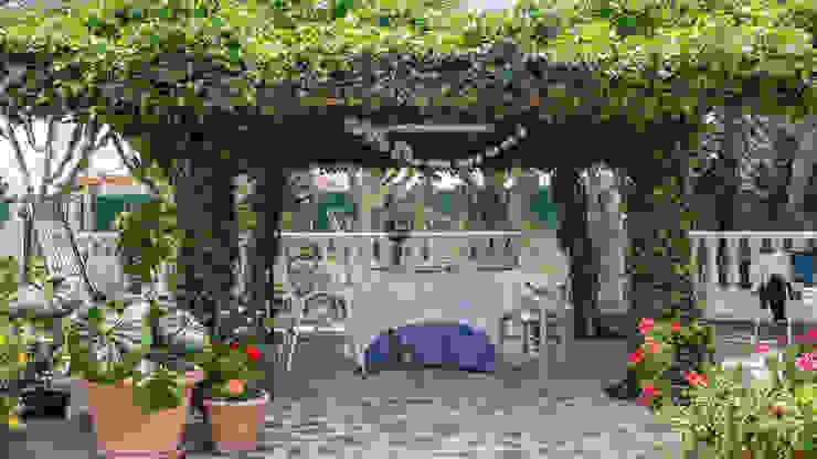 Terraza Bhoga Home Staging Balcones y terrazas de estilo clásico