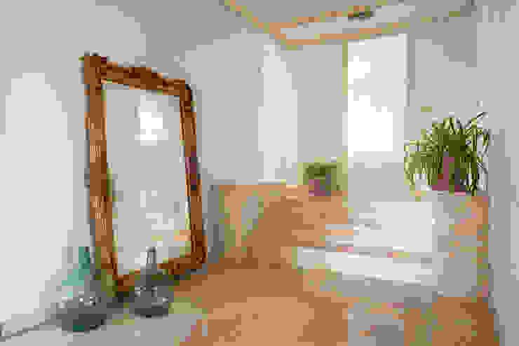 Couloir, entrée, escaliers classiques par Bhoga Home Staging Classique