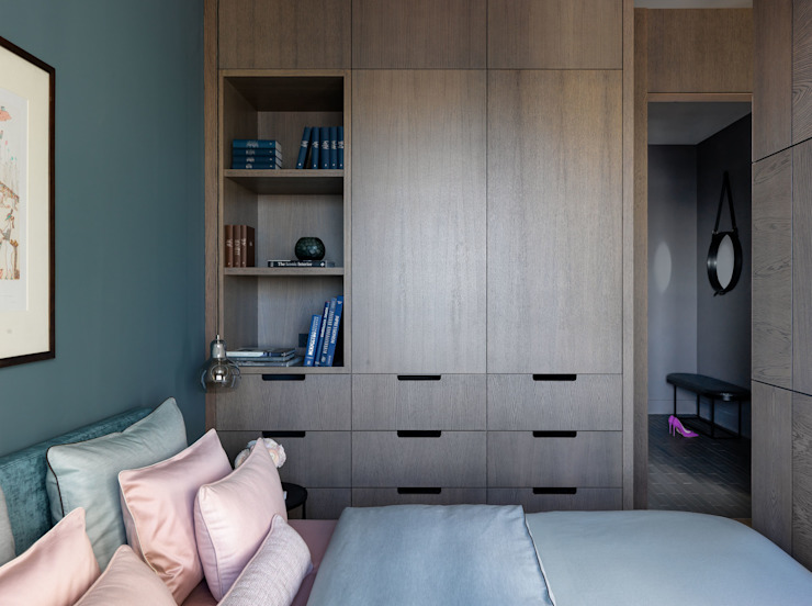 Small flat in Moscow 360 sq.ft Дизайн бюро Татьяны Алениной Modern Bedroom