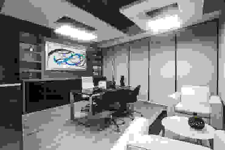 Oficina Directiva T.L.B. de Soma & Croma Moderno