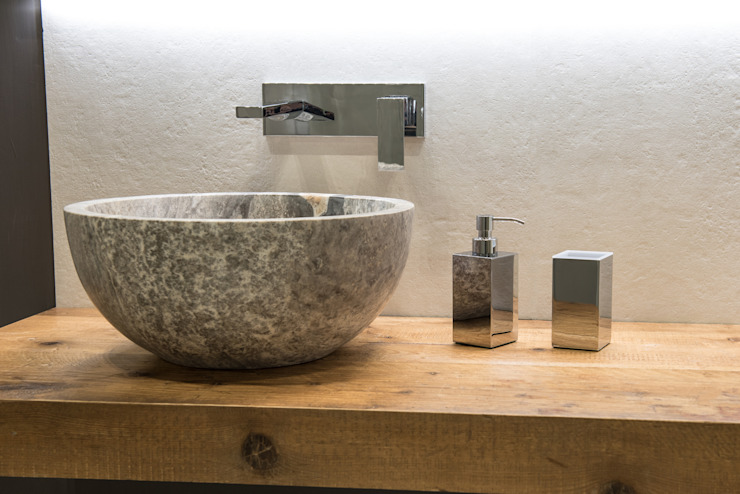 Casas de banho minimalistas por Idearredobagno.it Minimalista Cobre/Bronze/Latão