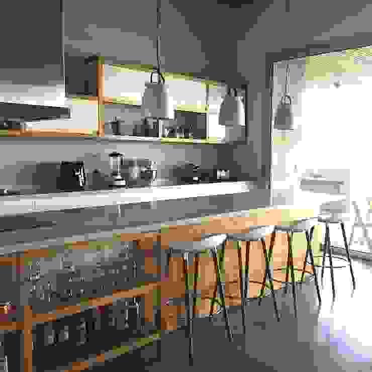 Mobiliario en El Canton -Escobar Arq. Stuart Milne Cocinas modernas: Ideas, imágenes y decoración