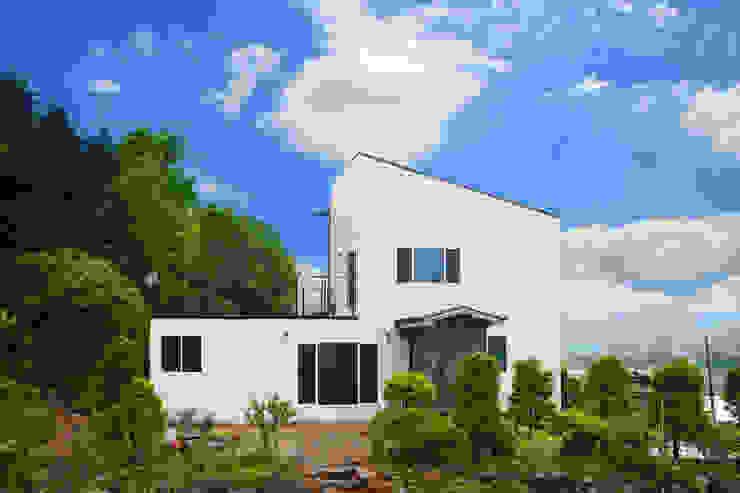자연과 동화되는 농가주택, 동선을 고려한 설계 by 공간제작소(주) 모던 세라믹