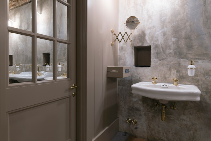 Un gioco di specchi in bagno Idearredobagno.it Bagno in stile classico Rame / Bronzo / Ottone Ambra/Oro