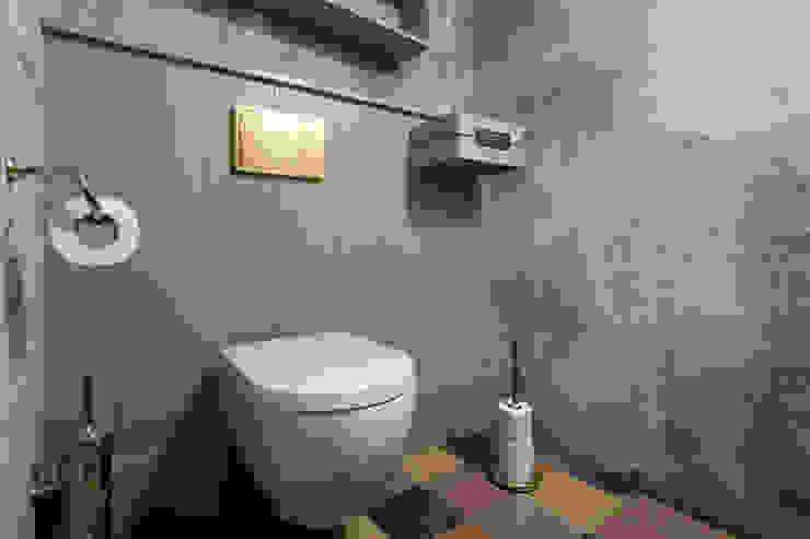 Porta rotolo, scopino e rotolo di scorta: la personalizzazione dell'accessorio bagno Idearredobagno.it Bagno in stile classico Rame / Bronzo / Ottone Ambra/Oro