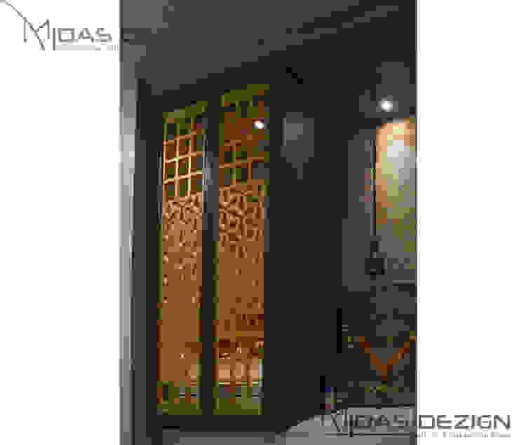 3BHK @ Alta Monte Malad (East) Modern corridor, hallway & stairs by Midas Dezign Modern