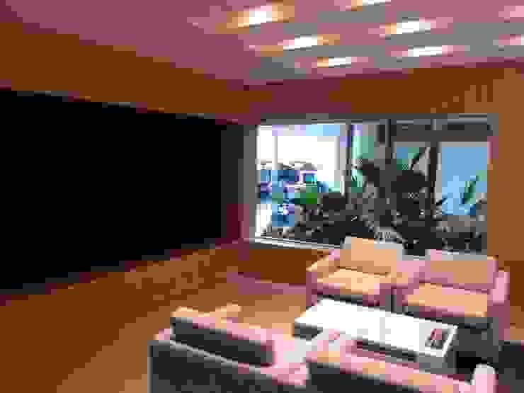 Sala VIP KIA de areaxmetro Moderno