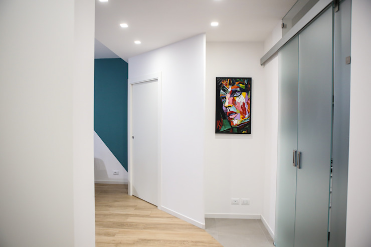 T_C_Interior_Design___ Minimalist corridor, hallway & stairs