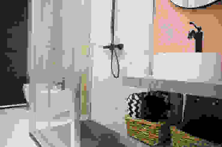 T_C_Interior_Design___ Minimalist style bathroom
